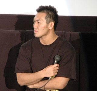上映中は岡見勇信のKO勝利に拍手と歓声が沸き起こったり、まるでセコンドに就いているような秋山成勲