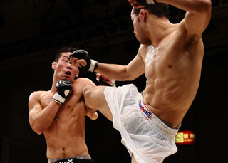 【DEEP】前田吉朗が一本勝ちで王座防衛!今成正和は必殺・足関節で秒殺勝利